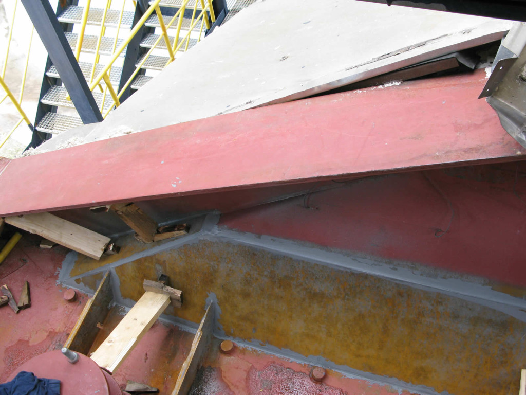 Ojačanje metalne oplate spremnika za odsumporavanje