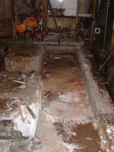 Uništena betonska površina tankvane